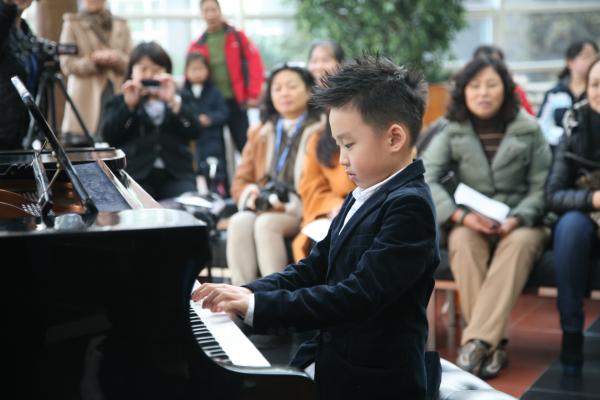让孩子喜欢上钢琴课